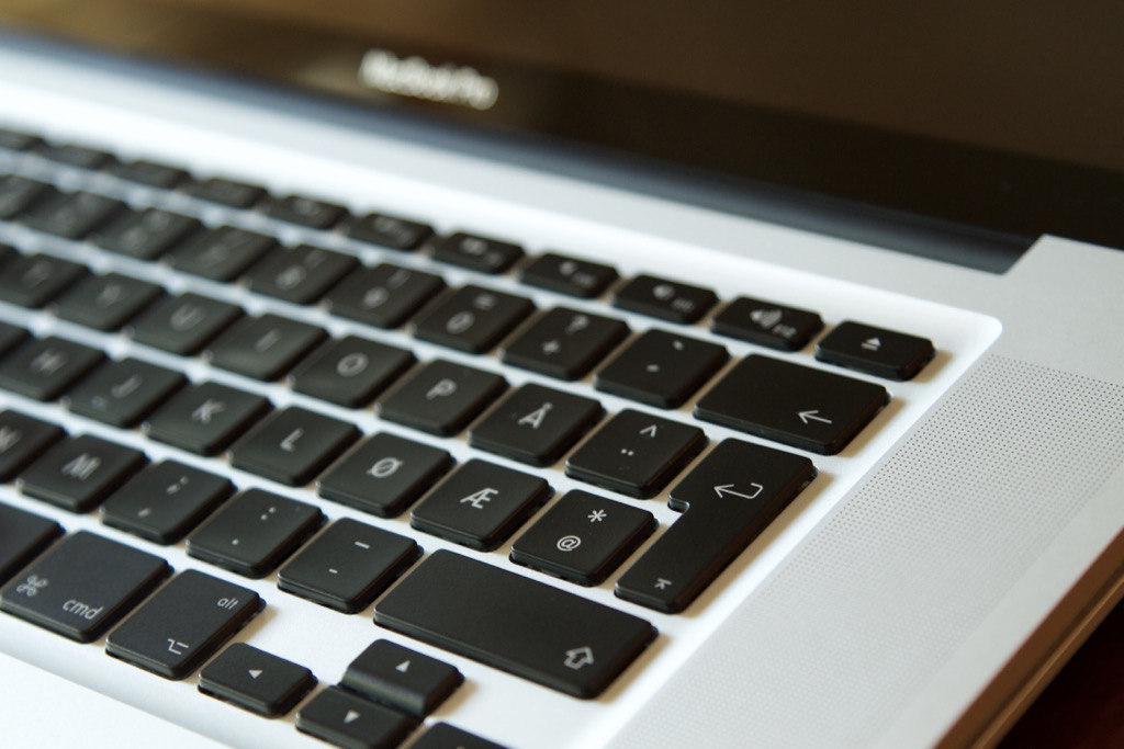 EU MacBook Pro keyboard layout