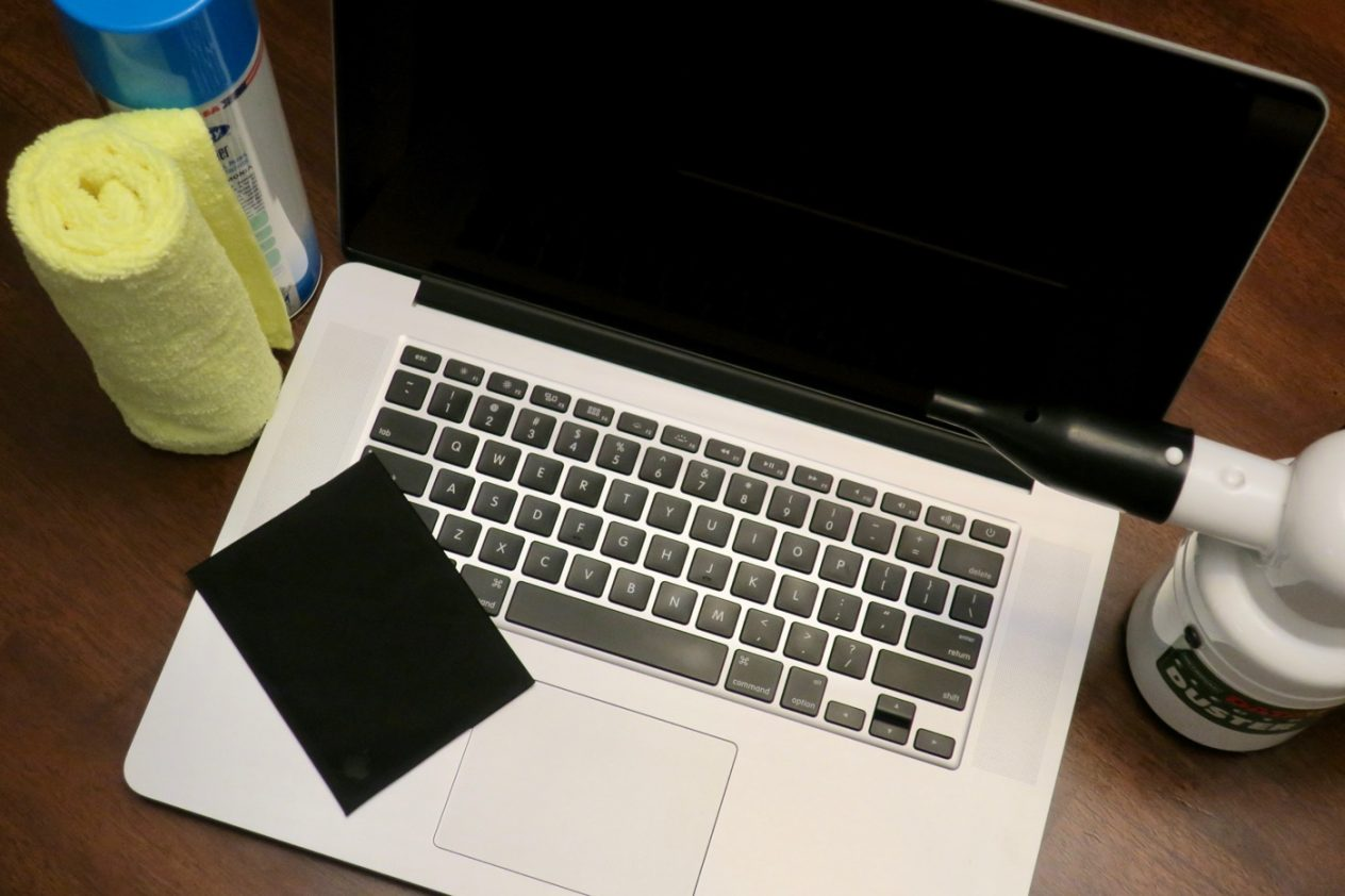 how to clean your Mac laptop properly